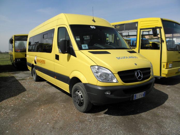 trasporto pubblico scuolabus